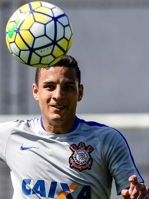 Guilherme Arana deverá ocupar a vaga de Uendel no Corinthians