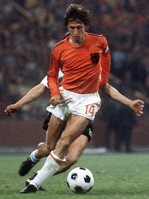 Cruyff em ação na Copa do Mundo de 1974
