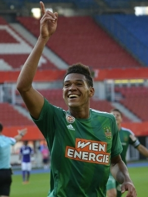 Joelinton está emprestado ao Rapid Viena nesta temporada