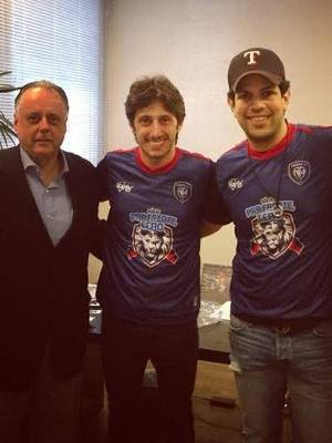 Lucas com Fernando Carvalho, ex-presidente do Inter