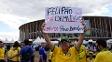 Um dos cartazes mostrados pela torcida em Brasília contra a permanência de Felipão