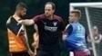 Rogério Ceni orienta os jogadores no treino desta quinta-feira
