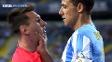 Brasileiro Weligton se estranha com Messi e empurra o argentino no chão