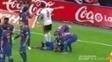 Comemorando gol da vitória, Neymar leva garrafada e vai a nocaute; assista