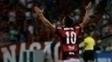 Diego comemora gol do Flamengo contra o Atlético-PR pela Libertadores