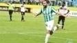 Leo Gamalho comemora gol pelo Goiás