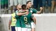 João Paulo, Cristaldo e Dudu comemoram um dos gols do Palmeiras contra o Red Bull Brasil
