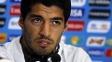 Suárez fala durante a Copa do Mundo; suspenso por mordida, atacante está fora do Mundial