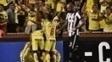 Jogadores do Barcelona, do Equador, comemoram ao abrir o placar contra o Botafogo, em Guayaquil