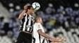 Luis Fabiano e Emerson Silva na partida Botafogo x Vasco