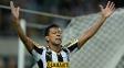 Wallyson comemora gol diante do San Lorenzo, no Maracanã, pela Libertadores