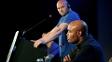 Anderson Silva sob os olhares de Dana White, presidente do UFC, em entrevista coletiva