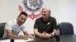 Clayson assina contrato com o Corinthians