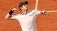Murray comemora a vitória que o coloca na terceira rodada de Roland Garros