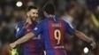 Messi e Suárez comemoram gol na vitória do Barcelona sobre o Valencia