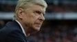 Técnico Arsène Wenger durante jogo do Arsenal no Campeonato Inglês