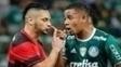 Pará e Gabriel Jesus em confronto entre Flamengo e Palmeiras em 2016