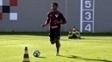 Thiago Mendes voltou aos treinos com bola no São Paulo