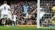 Gabriel Jesus chuta no rebote e abre o placar para o Man City contra o Swansea