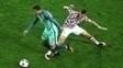 Cristiano Ronaldo e Perisic dividem a bola