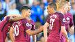 Aguero é cumprimentado por Gabriel Jesus após deixar sua marca pelo City contra o Brighton