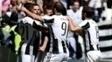 Jogadores da Juventus comemoram gol de Mandzukic contra o Crotone