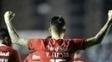 Víctor Cuesta, do Internacional, comemora gol contra Figueirense