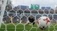 Leno acompanha a bola estufando as redes alemãs em Sochi