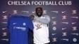 Bakayoko, ex-Monaco, posa com a camiseta do Chelsea