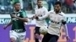 Felipe disputa bola com Gabriel Jesus:: zagueiro se despede do Corinthians no clássico