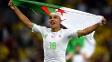 Feghouli desfila com a bandeira argelina após a histórica classificação