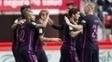 Jogadores do Barcelona comemoram gol contra o Gijón