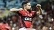 Diego comemora gol de falta do Flamengo contra o San Lorenzo, no Maracanã