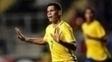 Paulinho comemora gol na vitória do Brasil sobre o Chile