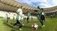 Atletas do Flamengo fazem reconhecimento do gramado do Maracanã nesta terça-feira