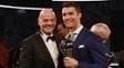 Sorrisos: Gianni Infantino, presidente da Fifa, ao lado de Cristiano Ronaldo