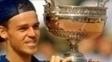 Guga com o troféu de Roland Garros, em 1997