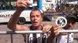 Em desabafo, torcedor revoltado rasgou adesivos de Maurício Assumpção e xingou ex-dirigentes