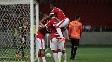 Wellington comemora um dos gols do Inter ao lado dos companheiros