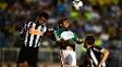 Edcarlos (esq.) durante jogo do Atlético-MG contra o Palmeiras
