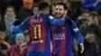 Neymar comemora com Messi: argentino vira o 'rei das faltas' em 2017