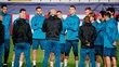 Jogadores do Real Madrid reunidos por Zidane após treino