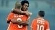 Diego Tardelli é abraçado por Jucilei na vitória do Shandong Luneng no Chinês