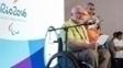Philip Craven, presidente do CPI, com Mario Andrada, da Rio 2016, ao fundo