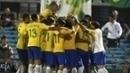 Jogadores do Brasil comemoram um dos gols da vitória sobre o Uruguai em Montevidéu