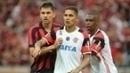 O zagueiro Paulo André marca o peruano Guerrero em confronto recente