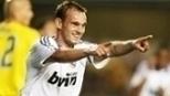 Com golaço de falta de Sneijder, Real Madrid detonou o Villarreal; relembre