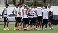 Jogadores do Santos durante treino no CT Rei Pelé