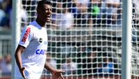 Bruno Henrique comemora um de seus três gols na vitória do Santos sobre o Bahia