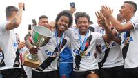 Jogadores do Vasco comemoram o título do Campeonato Carioca Sub-20